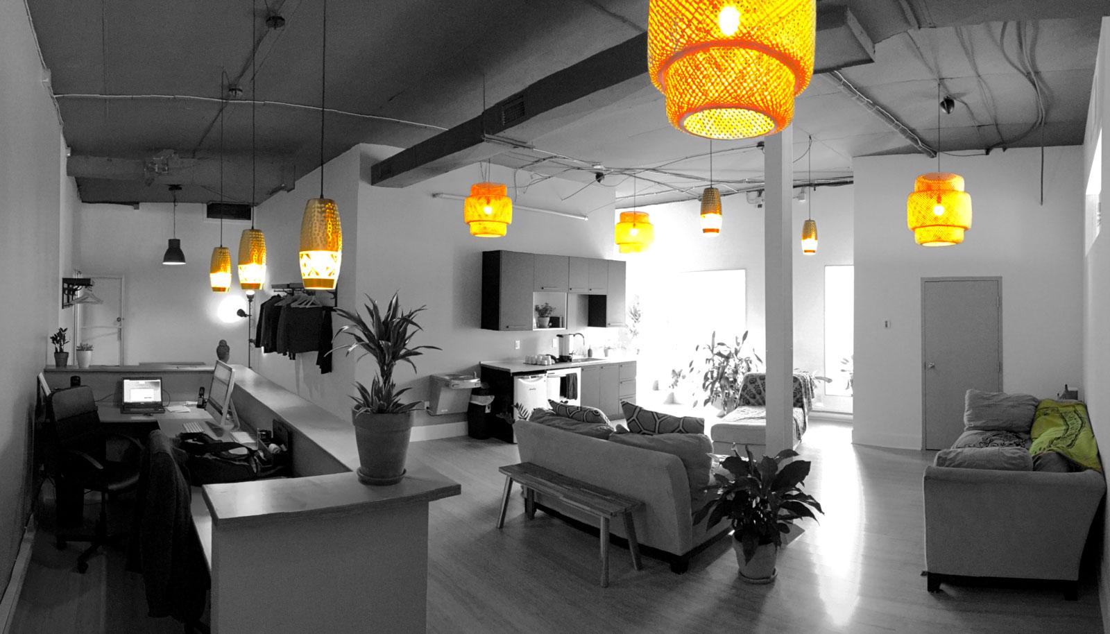 Hall d'entrée et réception de notre studio sur la Promenade Masson dans Rosemont